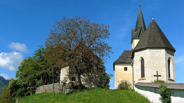 Wallfahrtskirche Frauenstein mit Friedhofsmauer von Osten