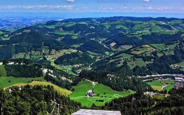 Blkick von der Hohen Dirn auf die Enns bei Ternberg, ins Alpenvorlandnach Steyr bis zu den Höhenzügen des Böhmerwalds