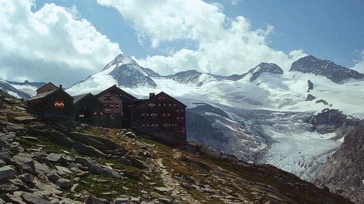 Kürsinger Hütte, darüber Gr. Geiger, rechts Obersulzbachkees