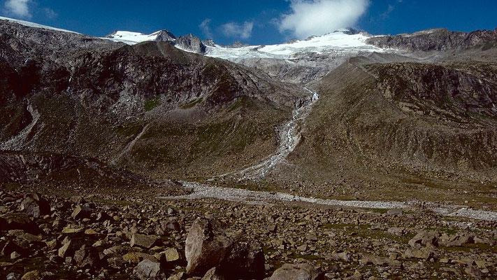 Talgrund bei der Materialbahn zur Kürsingerhütte. Im Hintergrund Schlieferspitze.