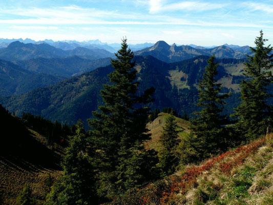 Aussicht vom Wanderweg Taubenstein - Rotwand auf Karwendel und Wetterstein