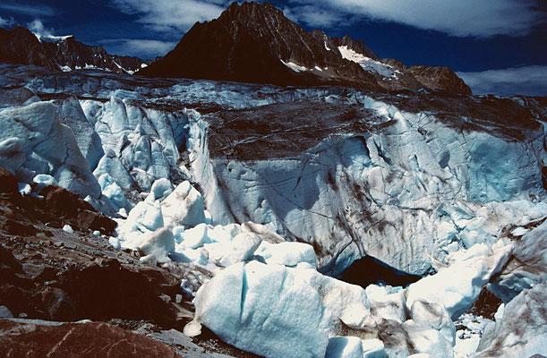 Unter dem Eis des Aletschgletschers habe sich mächtige Kavernen gebildet