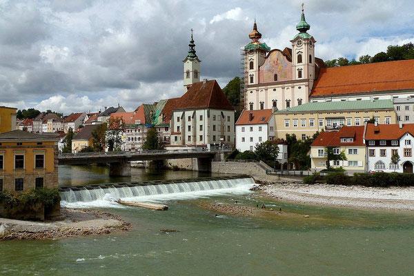 Michaelerkirche, Brücke über die Steyr und Zusammenfluss von Enns und Steyr