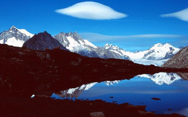 Der Tällisee. Im Hintergrund Jungfrau und Mönch.- Ufo-ähnlicher Föhnfisch
