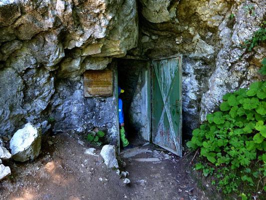 Eingangstür zur Kraushöhle - GeoWeg Gams