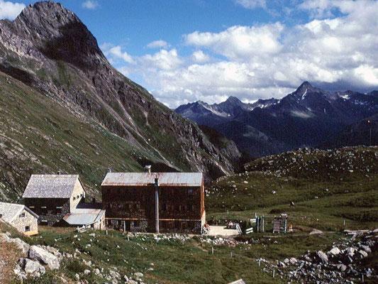 Essener und Rostocker Hütte gegen Defregger Alpen