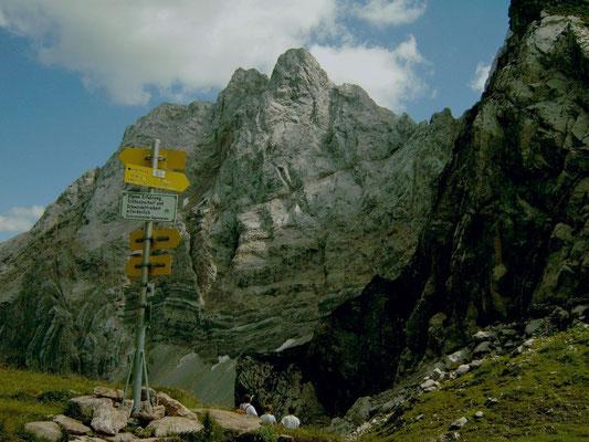 Wuchtige Felswände vom Abstieg Valentintörl - Obere Valentinalm