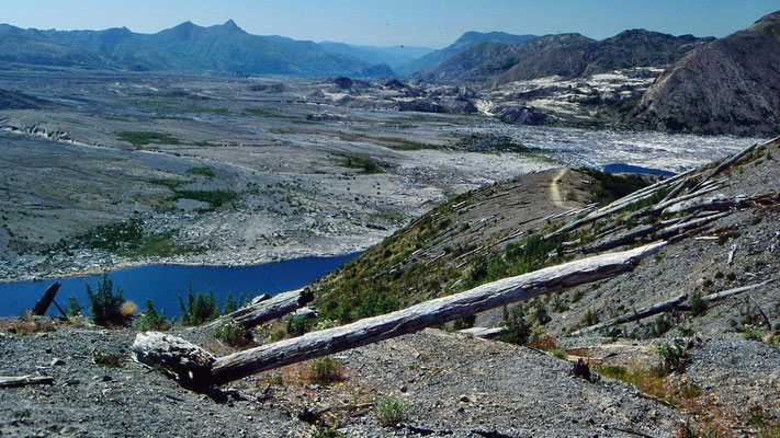 Oberflow-Gebiet am Mt. Saint Helens bis zum Spirit Lake