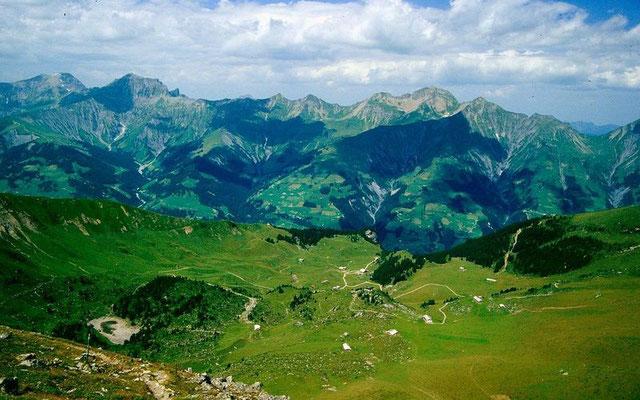 Das Gebiet der Elisenalp vom Absteigsweg vom Stand
