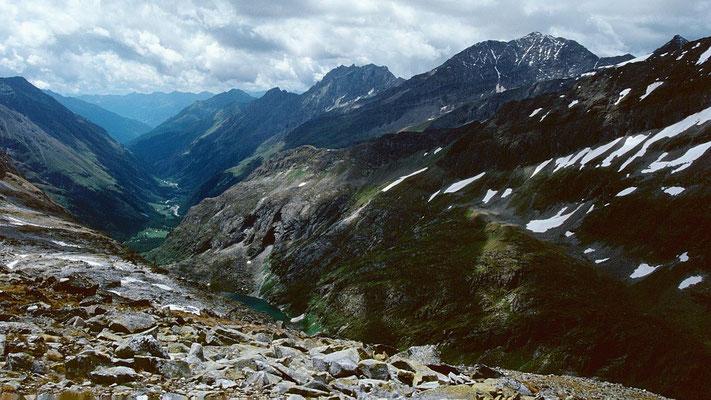 Blick vom Kalser Tauern in Richtung Süden /  Kals. Unten im Tal der Dorfer See.