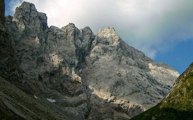 Felswand vom Aufstieg obere Valetinalm - Valentintörl