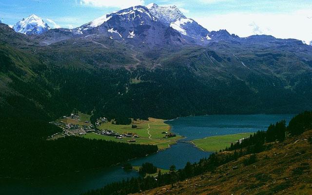 Seenlandschaft im Oberengadin, links Piz Roseg,, Mitte Piz Corvatsch