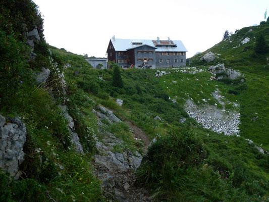 Der Felsensteig vor der Freiburger Hütte