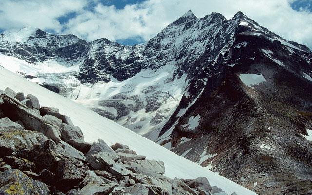 Ödenwinkelkees mit Eiskögele 3426 m und Hoher Kasten 3189 m vom Anstieg zum Medelzkopf