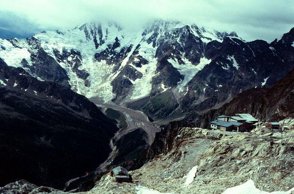 Rif. Citta di Malnate C.A.I. 2810 m vom Monto Moro Pass 2868 m