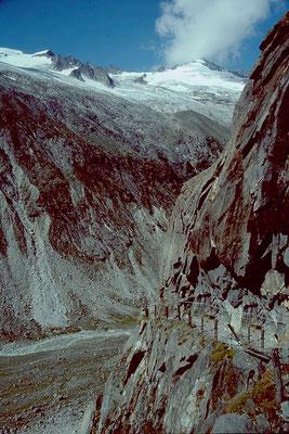 Gesicherter Hüttenweg im Steilgelände