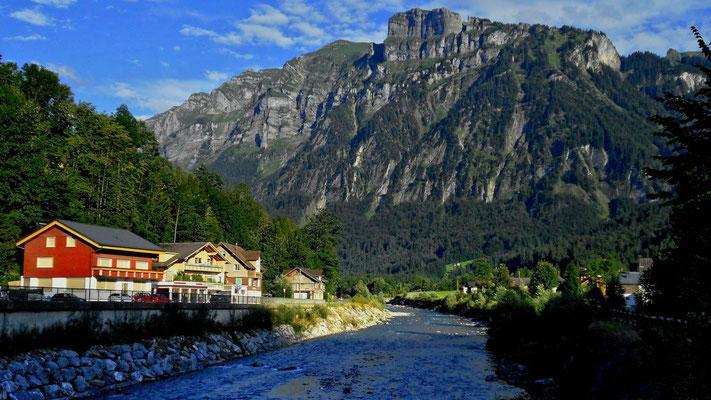 Kanisfluh von der Straßenbrücke über die Bregenzerache in Mellau