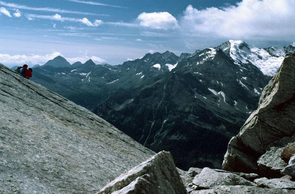 Blic vom Monte Moro Pass über das Tal bei Macunagna zur Pta. Indren n
