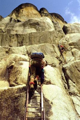 Trittsicherheit und Schwindelfreiheit sind bei dieser Steiganlage vonnöten. Bei trockenen Verhältnissen macht das Steigen Spaß.