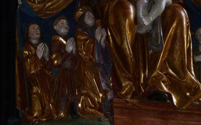Maximilian der 1. rechts: Auftraggeber der Schutzmantelmadonna-Figurengruppe