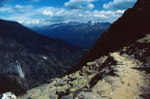 Der Rückweg - ein aussichtsreicher Höhenweg zwischen Märjelenseen und Kühboden