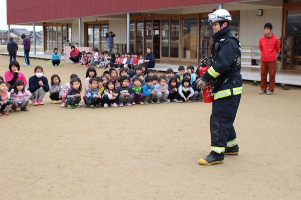 消火器の使い方と消火の仕方についてレクチャー