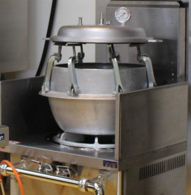 7升炊きの圧力釜。大きくてかっこいい!