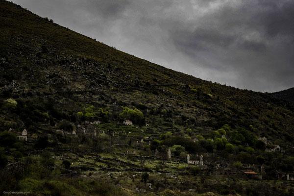 Ganze Dörfen wurden verlassen, die folgen von Krieg