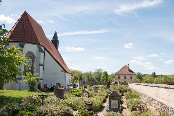 Kirch mit Friedhof in Gruorn /Foto: B. Budig