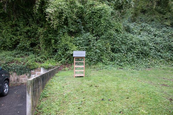 Gestell für Insektennisthilfe