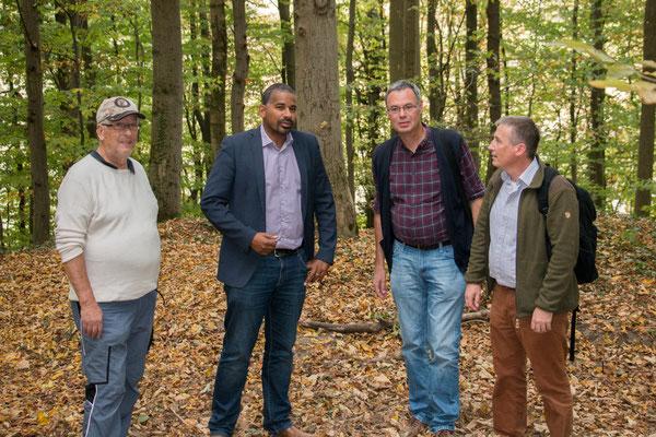 Bürgermeister John Ehret zusammen mit Bernhard Budig, Rainer Drös und Wolfgang W. (Foto: M. Budig)