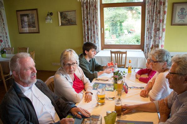 Gemeinsames Essen am Vorabend der Exkursion /Foto: B. Budig