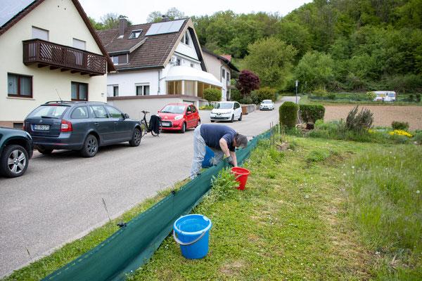 Hilfe der Anwohner (Foto: B. Budig)