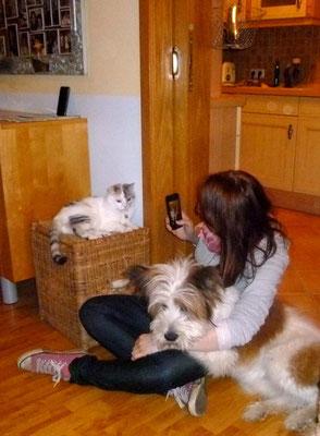 Annika mit Katz und Hund...