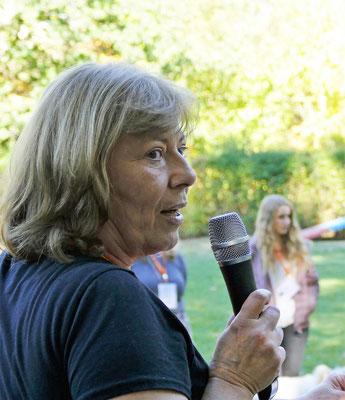 Foto: Michaela Hilburger. Die Elo-Züchterin bei der Ansprache