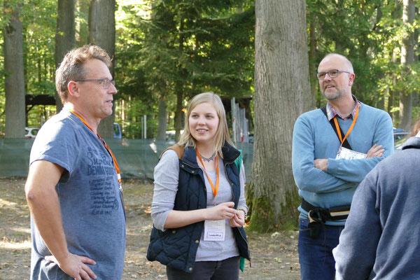 Foto: Michaela Hilburger. Rolf Wagner mit dem Xanti-Sully-Besitzer und dessen Tochter.