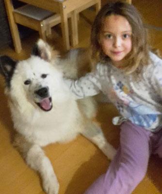 Familienhund Kind klein