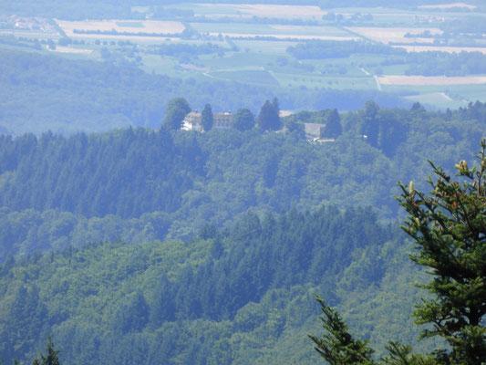 Schloss Bürgeln in der Ferne   © Hartmut Hermanns