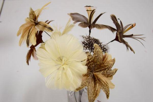 Workshop Un Bouquet des Fleurs Federnblumen. Foto © Christine Rohr Master Milliner & Academy