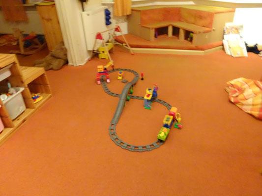 Bauen mit Eisenbahnschienen oder Duplosteien