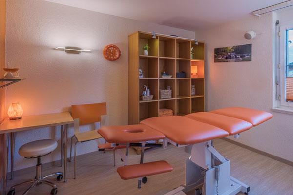 Behandlungsraum Physiotherapie, PhysioPlus Delgrosso Widnau Au Heerbrugg Balgach Berneck Diepoldsau Rebstein Rheintal, Physiotherapieliege, Massageliege,  ©nussbaumerphotogarphy.com