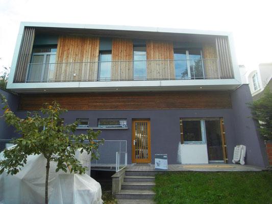 Nouvelles menuiseries bois-alu aux niveaux bas, reprise baie cuisine