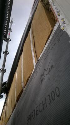 Pignons étage: pose d'un frein-vapeur, de 18cm fibre de bois assez dense (thermique d'été), d'un pare-pluie respirant et une lame ventilée avant la répose du bac-acier