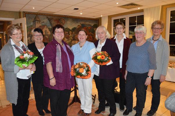 Ute Berger (links) übernimmt kommissarisch den Vorsitz des Landfrauenvereins Stotel. Auf gute Zusammenarbeit freuen sich von links: Urda Luden, die schei-dende Vorsitzende Ingrid Tienken, sowie Beate Tienken, Ute Bunge Luise West-ermann, Doris Baier, Wilm