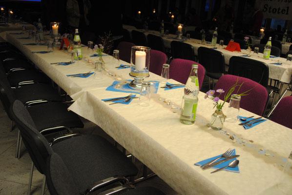 Passend zum Matjesessen waren die Tische eingedeckt und zum Nachtisch gab es eine leckere Auswahl kleiner Portionen.