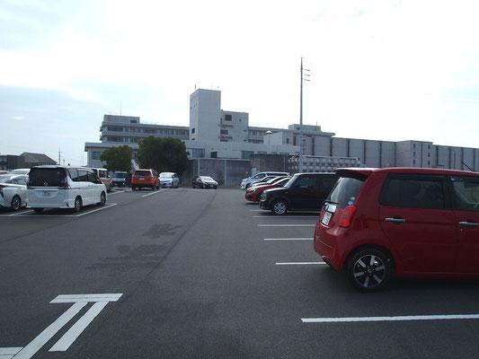 倉敷リバーサイド病院の従業員駐車場