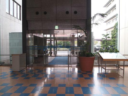 倉敷リバーサイド病院の玄関付近