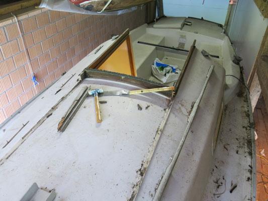 Alle Holzteile an Deck sind morsch und werden erneuert