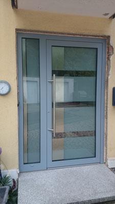 WERU Aluminium Haustür mit Seitenteil, 3-fach Verglasung Design-Glas mit Edelstahl
