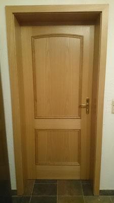 Zimmertür 2-farbig, Eiche mit Verleistung (Zargenseite)